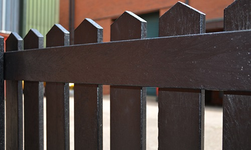 Picket pale fence